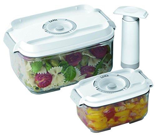 2 envases de 0,5 y 1 litro de capacidad para la conservación al vacío de alimentos Laica VT3302 en tritán ( muy resistentes) se pueden lavar en el lavavajillas. Incluye una bomba manual.