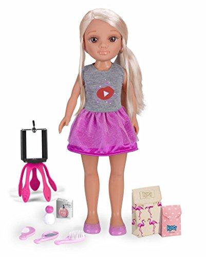 Nancy - Ein Tag als YouTuber, 42 cm blonde Puppe mit vielen Accessoires, um youtuber zu sein (Famosa 700014272)