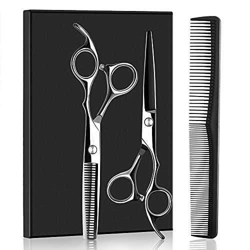 セルフカットをする際は、まず道具を準備しましょう。髪を切るためには専用のはさみが必要です。はさみは「カット専用ばさみ」と、髪のボリュームを調節しやすい「すきばさみ」の2種類を用意するとよいでしょう。 他には、コームや髪をブロック分けするために使うヘアクリップ(ダッカール)が必要です。ヘアクリップは数本あると便利です。