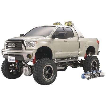 TAMIYA 1:10 RC Toyota Tundra HighLift 3-Gang - ferngesteuertes Auto - inkl. 2 Snowboads & Dachträger - Pick Up Truck - RC Bausatz - Offroad - Elektromotor - Metallgetriebe - unlackiert - 58415