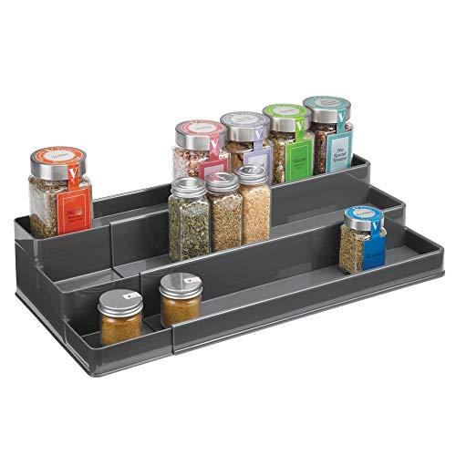 mDesign Gewürzregal für Küchenschrank oder Arbeitsfläche – ausziehbarer Gewürzständer für Ordnung in der Küche – Gewürzregal aus Kunststoff mit drei Ebenen – schiefergrau