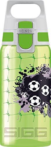 SIGG VIVA ONE Football Kinder Trinkflasche (0.5 L), schadstofffreie Kinderflasche mit auslaufsicherem Deckel, einhändig bedienbare Trinkflasche für Kinder