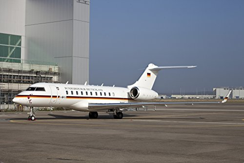 Timm Ziegenthaler/Stocktrek Images – A Bombardier Global 5000 VIP Jet of The German Air Force. Photo Print (43,43 x 28,96 cm)