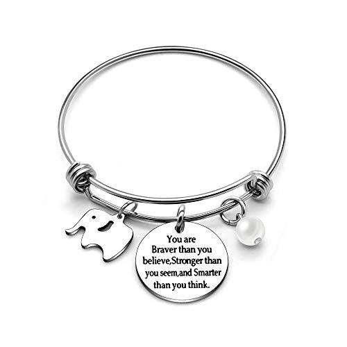 Erweiterbarer Metall-Armreif für Damen mit drei Anhängern( Ein Elefant, eine Perle und eine Plakette mit der englischen Aufschrift:You Are Braver Stronger Smarter Than You Think)