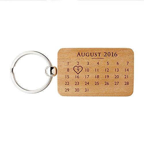 """Gravado rechteckiger Schlüsselanhänger aus Holz mit Kalender, Herz Symbol und """"Ich Liebe Dich"""" Gravur, Personalisiert mit Namen, Unisex Accessoire"""