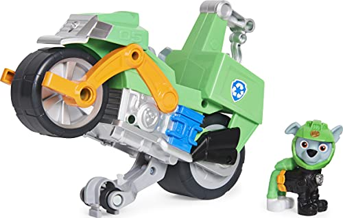 PAW PATROL Moto Pups Rocky's Deluxe Pull Back Motorcycle Vehicle with Wheelie Feature and Figure Rocky's Vehículo de Motocicleta con Ruedas (Spin Master 6060545)