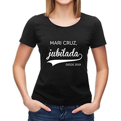 Calledelregalo Regalo de jubilación Personalizable: Camiseta 'jubilada' Personalizada con su Nombre y el año de su jubilación (Negro)