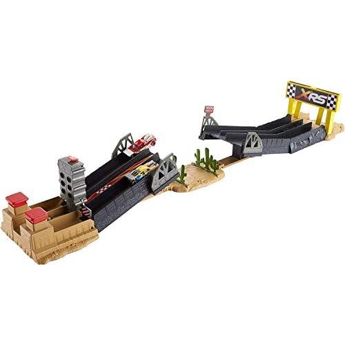 Disney- Cars Drag Racing Playset, Include Macchinina Saetta McQueen, Giocattolo per Bambini 4+ Anni, Multicolore, GFM09