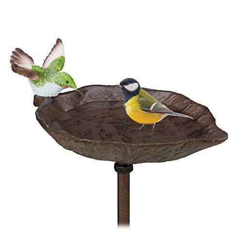 Relaxdays Gusseisen Vogeltränke zum Stecken, mit Erdspieß, Gartendeko, Vogelfutterstelle, Wasserschale, 1 m hoch, braun