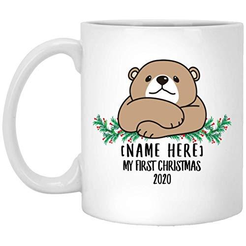 Divertido oso con nombre personalizado, linda primera Navidad de 2020, taza de café blanco, 11 oz