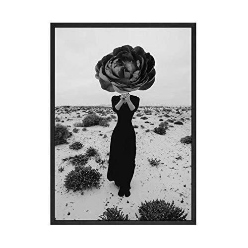 Fotobehang Canva Print Mode Foto Meisje in de Woestijn met Bloem Posters Zwart Wit Fotografie Voor Woonkamer Salon Decor / 50x70cm zonder lijst