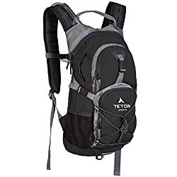 Teton Oasis 1100 lightweight daypack with hydration pack