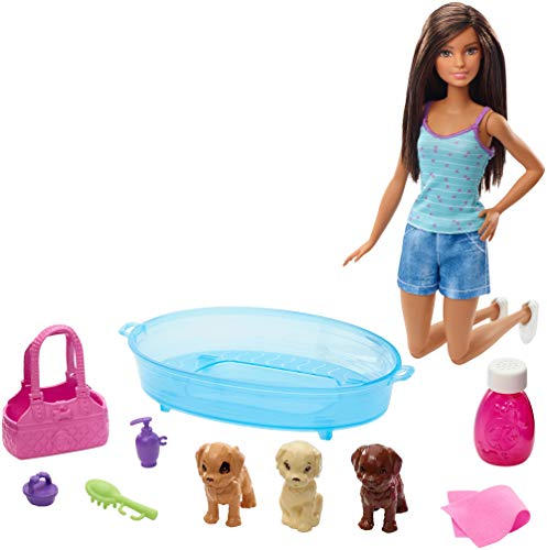 Barbie GDJ39 - Hundebad Spielset, mit brünetter Puppe und drei Welpen sowie Zubehör, Puppen Spielzeug ab 3 Jahren