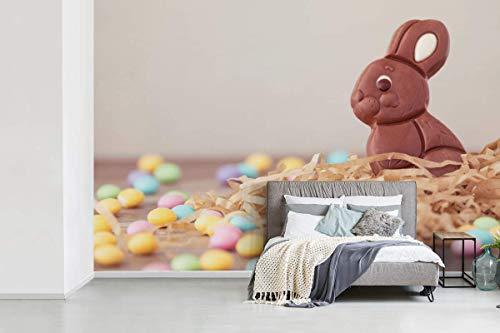 Fotobehang vinyl Pasen - Fotobehang Pasen - Een konijn van chocolade met eitjes tijdens Pasen fotobehang vinyl breedte 600 cm x hoogte 400 cm - Foto print op vinyl behang (in 7 formaten beschikbaar) - slaapkamer/woonkamer/kantoor