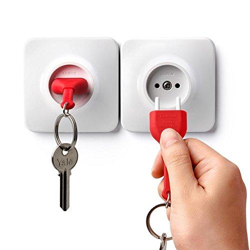Qualy Design Studio - Soporte para llaves de pared (2 unidades), color blanco y rojo, diseño de enchufe eléctrico y llavero, ideal como regalo único para él o ella.