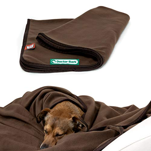 Doctor Bark | kuschelige Hundedecke waschbar bis 95°C, hygienische, weiche Fleecedecke für Sofa und Hundebett, Flauschige Haustierdecke - Made in Germany (L - 120x90 cm/Braun)