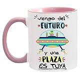 FUNNY CUP Taza Opositor. Vengo del Futuro y una Plaza es Tuya. Taza de oposiciones para Regalo al Estudiante. Taza Color (Rosa)