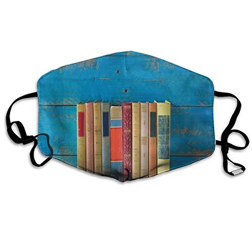 Schattige rij van nostalgische boeken voorzijde van Grungy blauw gekleurde verf houten muur FotoPrinting veiligheid Mond Cover voor volwassenen