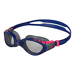 Super soft flexible seals offer greater flexibility vs previous Biofuse goggles for an even softer and more cushioned fit Polarised lenses minimise glare from the water Ideal for outdoor swimming & triathlons Featuring Speedo Biofuse technology for c...