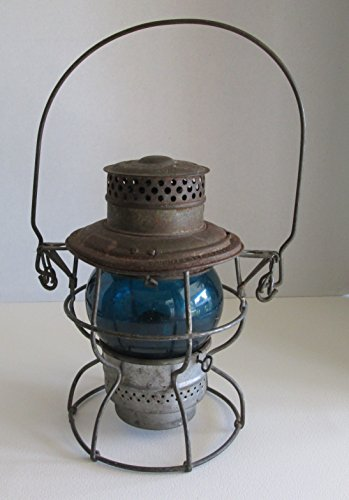 ANTIQUE ADLAKE NO. 250 KEROSENE RAILROAD LANTERN WITH BLUE GLASS ETCHED WITH N.P.R.Y NORTHERN PACIFIC RAILROAD YARD - MADE BY THE ADMAS & WESTLAKE COMPANY IN CHICAGO, ELKHART & NEW YORK - PATENT DATE RANGES FROM 1911 TO 1923 (FREE SHIPPING WITH INSURANCE)