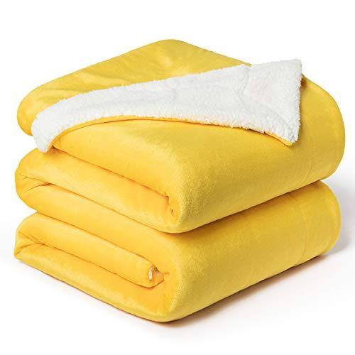 Bedsure Sherpa Decke Gelb zweiseitige Wohndecken Kuscheldecken, extra Dicke warm Sofadecke/Couchdecke aus Sherpa, 220x240 cm super flausch Fleecedecke als Sofaüberwurf oder Wohnzimmerdecke