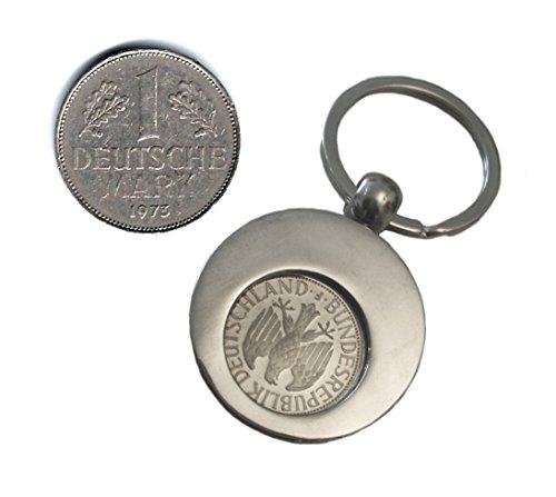 WallaBundu Geschenkidee zum 47. Geburtstag. 1 DM von 1973 im Münzhalter (auch für Einkaufswagen). Echte Münze aus Umlauf und Taschenkalender als Nachdruck. Originell angewandte Nostalgie…
