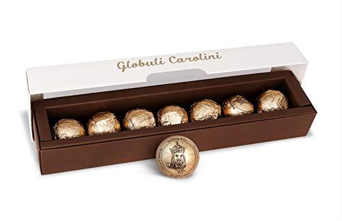 Pralinen Globuli Carolini - eine handgefertigte Delikatesse aus Schokolade, in Rum eingelegte Zwetschgen, Bitterschokolade, Weiße Schokolade und Mohn.