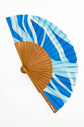 Abanico tamaño Caballero de Seda Natural pintado a mano de muy alta calidad. Madera de Moabi y tela Crepé de Seda. Idóneo para llevar en el bolso. Diseño exclusivo, elegante y moderno. Pieza única.