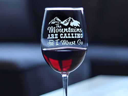 Copa de vino divertida The Mountains are Calling and I Must go grabado Copa de vino grabada con tallo, 17 onzas