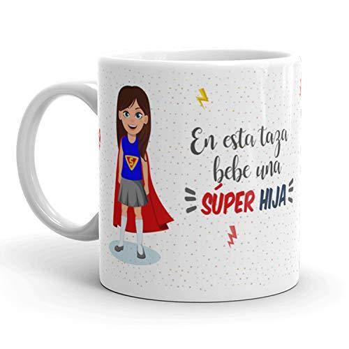 Kembilove Taza de Café para Hija – Aquí Bebe una Super Hija – Taza de Desayuno para Familia – Regalo Original para Cumpleaños, Navidad, Aniversarios – Taza de Cerámica Impresa de 350 ml