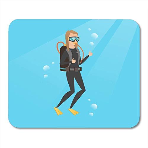 Mauskissen Junge kaukasische weiße Frau im Taucheranzug, der unter Wasser mit Scub schwimmta und Zeige Daumen hoch Happy Mouse Pad für Notebooks, Desktop-Computer Matten Büromaterial