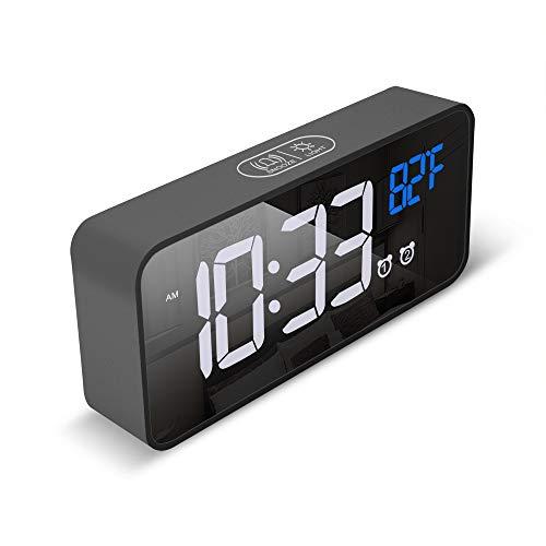 Flyoukki - Reloj despertador doble para mesita de noche, cargador USB, visualización LED regulable, función de repetición y temporizador de sueño para recámara, cocina, mesa