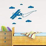 TYLPK Nuevo diseño caliente pegatinas de pared avión vuelo nubes bandera cuarto de niños no tóxico PVC pegatina dormitorio pared arte mural 58x42 cm