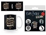 Harry Potter 1art1, Dumbledore, Words Are The Source of Magic Taza Foto (9x8 cm) Y 1, Set De Chapas (15x10 cm)