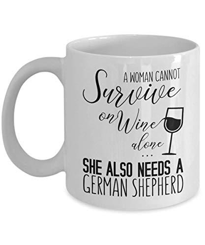 Een vrouw kan niet overleven op wijn alleen Ze heeft ook een Duitse herdermok nodig, 11 oz keramische witte koffiemokken, beste nieuwigheden voor vrouwen ooit, perfecte theekopjes voor sterke feminist