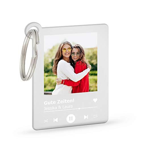 GRAVURZEILE Schlüsselanhänger Song Cover Glas Bild mit Foto - Paar Geschenk für Sie & Ihn - Personalisiertes Geschenk - Fotogeschenk - Maße: 4,5 x 5,0 cm - Acrylglas Transparent