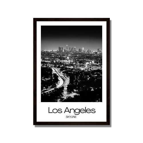 Rahmenbild Los Angeles Skyline | Wandbild mit Rahmen schwarz | Bild Motive Stadt City | USA Metropole Wolkenkratzer Nacht Lichter | Geschenkidee | Wohnzimmer Büro | weiß schwarzweiß | 50 x 70 cm