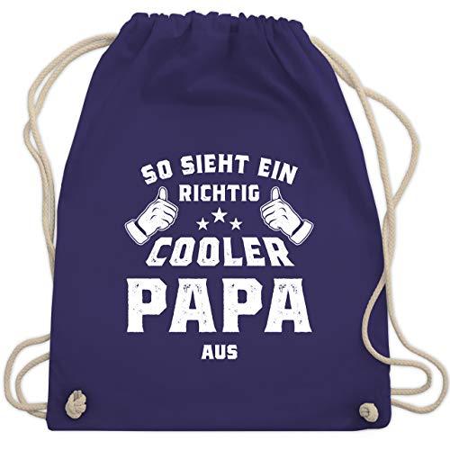 Shirtracer Vatertagsgeschenk - So sieht ein richtig cooler Papa aus - Unisize - Lila - Papa - WM110 - Turnbeutel und Stoffbeutel aus Baumwolle