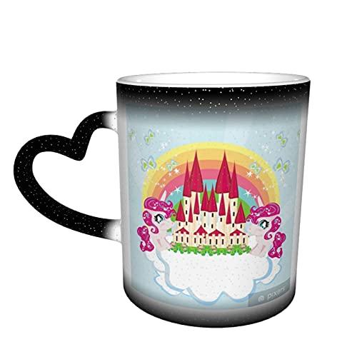 """Taza de café mágica con texto """"Card with A Cute Unicorns Rainbow and Fairy-Tale Princess Castle Change"""", taza cambiante de color en el cielo, taza sensible al calor, taza de café mágica"""