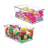 mDesign 2er-Set Spielzeugaufbewahrung – stapelbare Plastikbox mit Klappdeckel aus robustem Kunststoff – Aufbewahrungsbox zum Mal- und Bastelutensilien im Kinderzimmer – durchsichtig