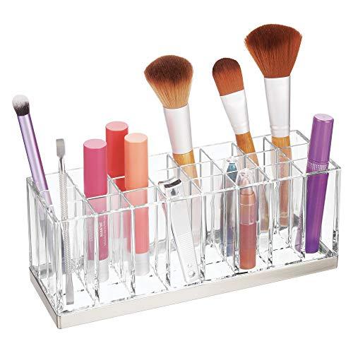 mDesign praktischer Kosmetik Organizer – dekorative Kosmetik Aufbewahrungsbox für Nagellack und Lippenstift – Ablage mit 24 Fächern zur Schminkaufbewahrung – durchsichtig und silberfarben