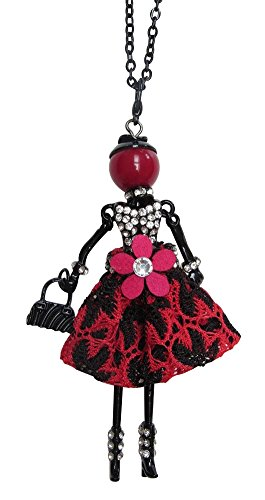 Collar largo con colgante en forma de muñeca elegante, con vestido rojo y negro, y con flor.