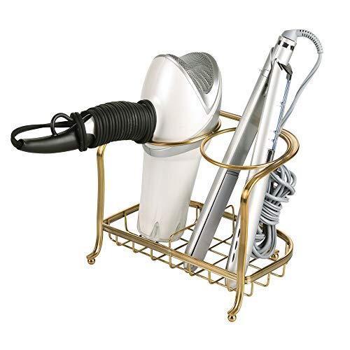 mDesign Soporte para secador de pelo o rizador – Soporte para plancha de pelo, secador, cepillos y otros productos de peluquería – Cesta de rejilla de metal para el baño – color latón