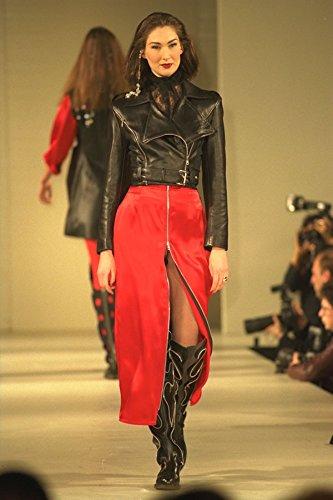 475061 Vrouwelijke In Zwart Lederen Jas En Lange Front Ritssluiting Rode Rok A4 Photo Poster Print 10x8