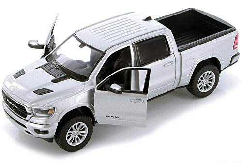 2019 Dodge Ram 1500 Crew Cab Laramie Pickup Truck Silver 1/24 Diecast Model Car by Motormax 79357