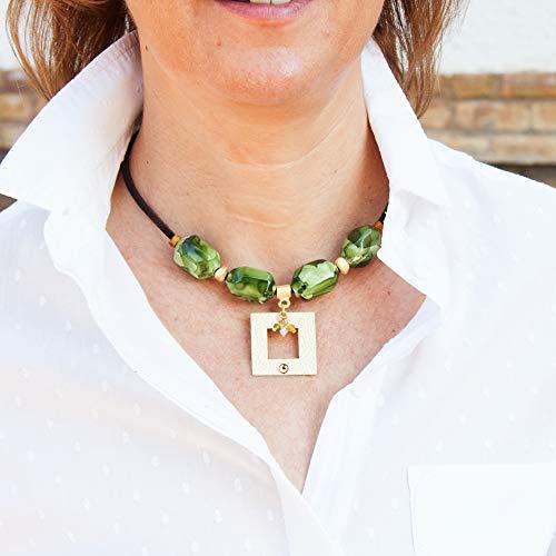 Collana corta per donna con sfere in resina e pendente quadrato. Girocollo cordino in pelle Collana Choker.Colore verde