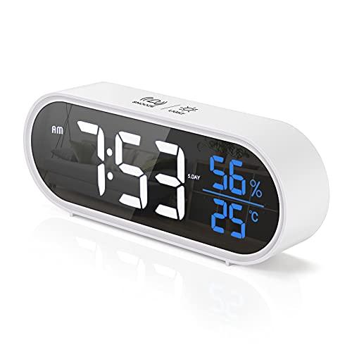 yumcute Sveglia Digitale Ampio Display LED Umidità Temperatura, USB Ricaricabile Doppia sveglia, funzione snooze, 5 tipi di luminosità e 4 volumi, 12 24 ore, controllo vocale intelligente-Bianca
