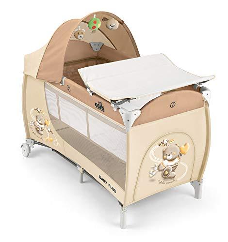 CAM Reisebett DAILY PLUS | Großes Babybett 120x60cm inkl. Wickelauflage, Reisebettmatratze, Rollen & Tragetasche | seitlichem Einstieg | klappbar & kompakt (Bärchen braun)