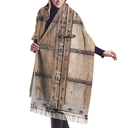 Bufanda de mujer otoño invierno clásico, puerta de madera vieja.Rajasthan, India, bufanda...