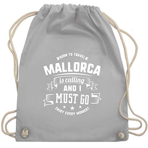 Shirtracer Länder Fahnen und Flaggen - Mallorca is calling and I must go Weiß - Unisize - Hellgrau - Fun - WM110 - Turnbeutel und Stoffbeutel aus Baumwolle